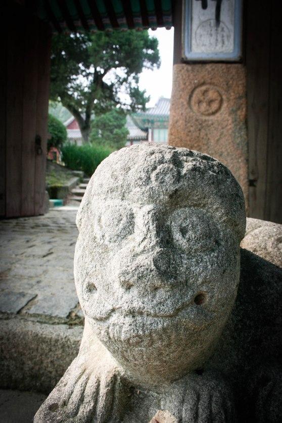 A lion statue