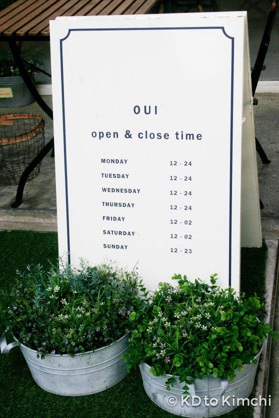 Café Oui's hours