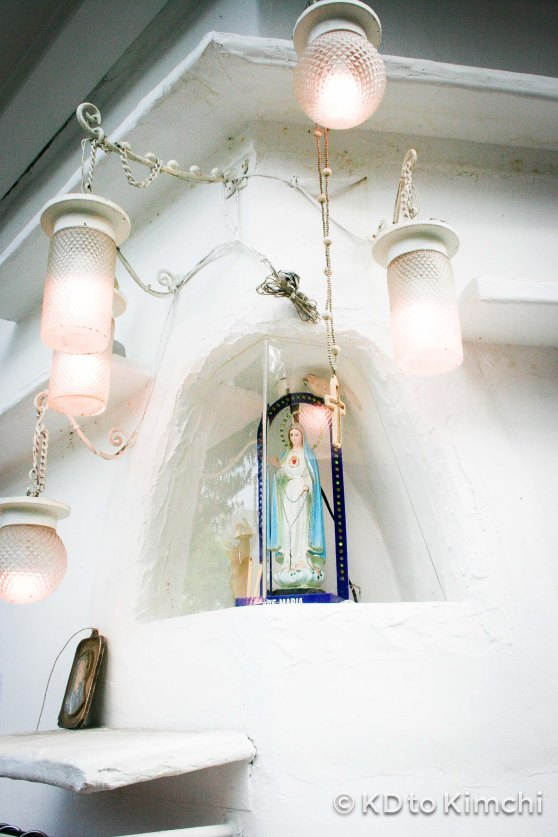 A little shrine to the Virgin Mary outside?